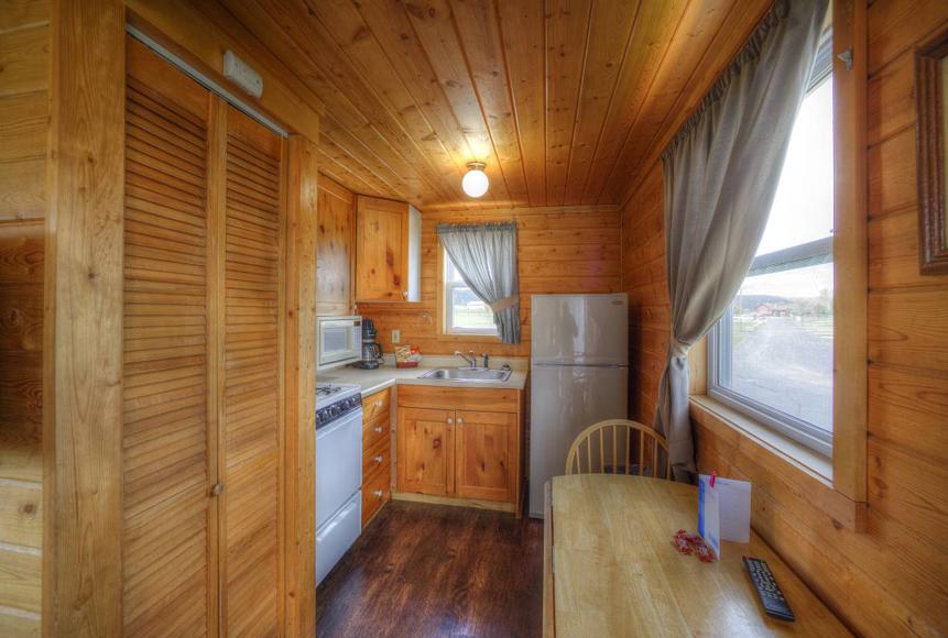 Pet Friendly Cabin Hart Ranch